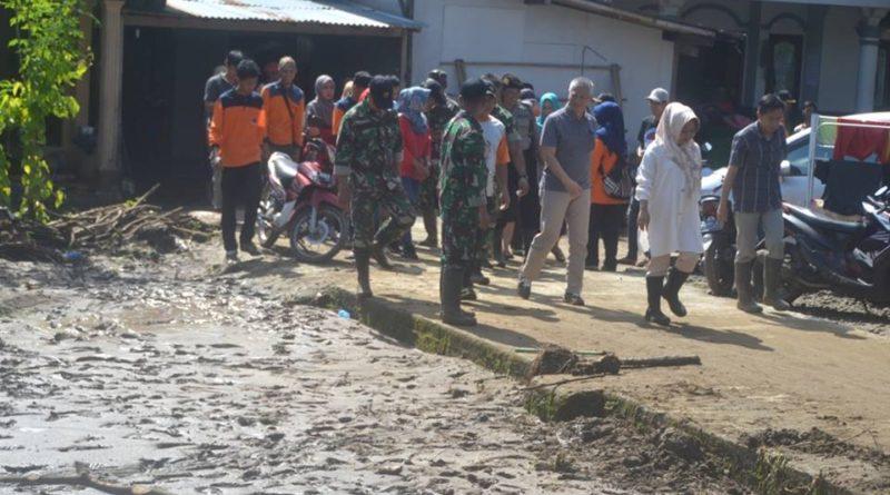 Plt Bupati Purbalingga Mengunjungi Korban Luapan Sungai Kahuripan di Desa Tajug dan Desa Rajawana, Kecamatan Karangmoncol.